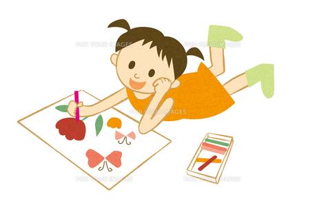 絵を描く女の子の素材 [FYI00125939]
