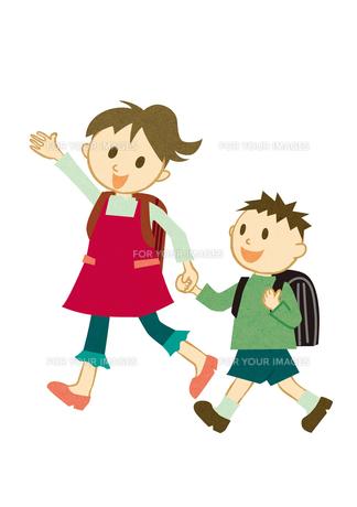 手をつないで学校に行く子供の素材 [FYI00125960]