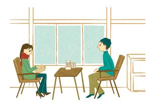カフェで向き合って座る男女の写真素材 [FYI00125968]
