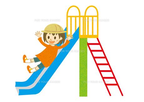 滑り台を滑る子供の写真素材 [FYI00125971]