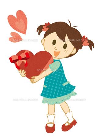 ハートを抱く女の子の素材 [FYI00125994]