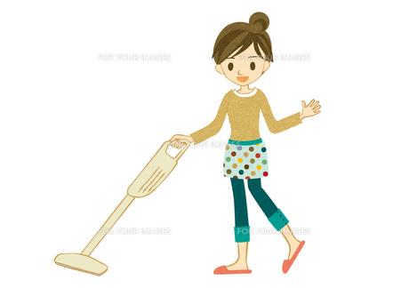 コードレス掃除機をかける主婦の素材 [FYI00126029]