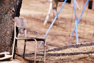 放置された椅子の写真素材 [FYI00126297]