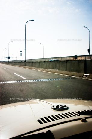 高速道路と車の写真素材 [FYI00126346]