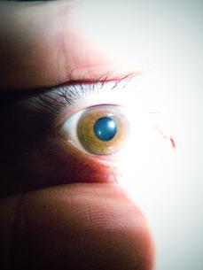 目のアップの写真素材 [FYI00126353]