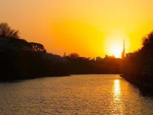 福岡の夕日の写真素材 [FYI00126431]