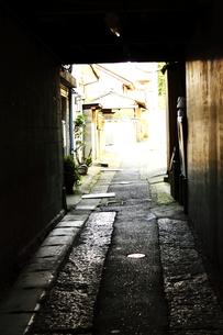 裏道の写真素材 [FYI00127009]