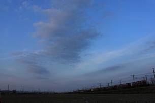 夕暮れの貨物列車の写真素材 [FYI00127015]