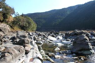 四万十川の清流と岩 3の写真素材 [FYI00127376]