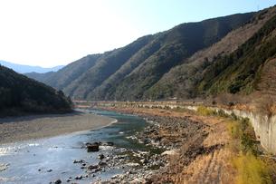 四万十川と山並み 2の写真素材 [FYI00127396]