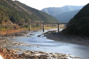 四万十川と山並み 3の写真素材 [FYI00127401]
