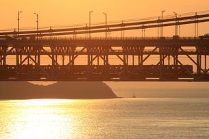 下津井瀬戸大橋 の夕景 7の写真素材 [FYI00127538]