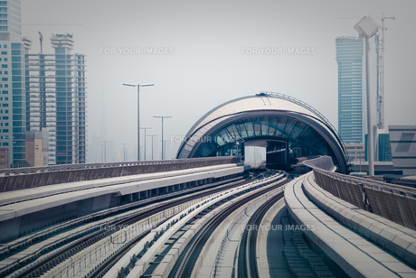 ドバイ・メトロの駅の写真素材 [FYI00127879]