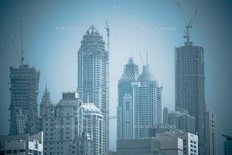 建築中のドバイの高層ビル群の写真素材 [FYI00127892]