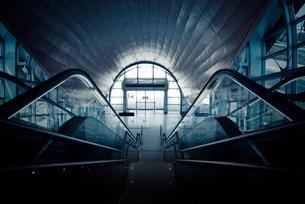 ドバイ・メトロの駅の写真素材 [FYI00127898]
