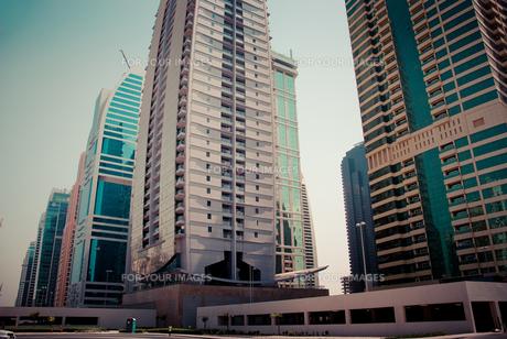 ドバイ市街 高層ビル群の写真素材 [FYI00127910]