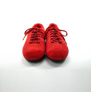 赤い靴と白バックの写真素材 [FYI00127948]