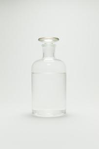 水が入ったガラス瓶の写真素材 [FYI00128169]