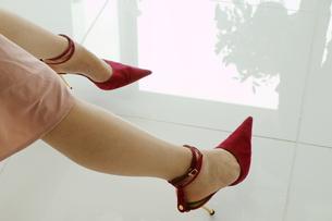 女性の足元の素材 [FYI00128372]