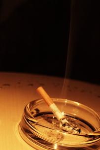 灰皿とタバコの素材 [FYI00128400]