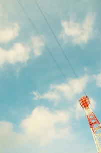 空と鉄塔と送電線の素材 [FYI00128419]