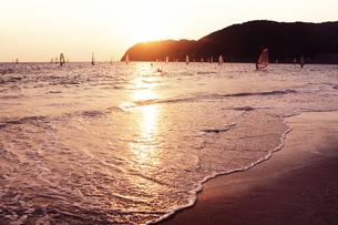 夕方の逗子海岸の素材 [FYI00128441]