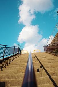 空へ向かう階段の素材 [FYI00128458]
