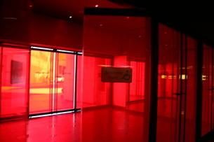 赤い扉の写真素材 [FYI00128795]