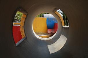 出口はカラフルなマンホールの写真素材 [FYI00131225]