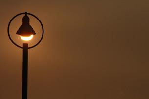 夕日の街灯の写真素材 [FYI00131247]
