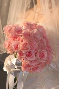 ピンクのバラのブーケの写真素材 [FYI00131348]