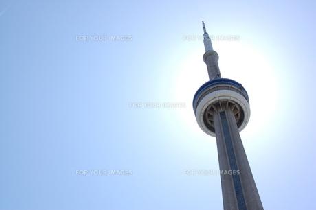 太陽とCNタワーの写真素材 [FYI00131433]