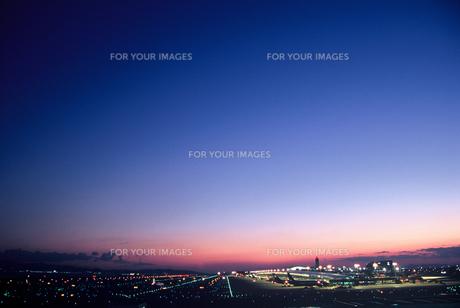 関西空港の夕景(2)の素材 [FYI00131583]