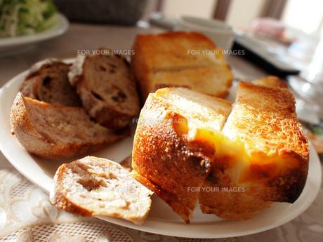 フランスパンの写真素材 [FYI00133162]