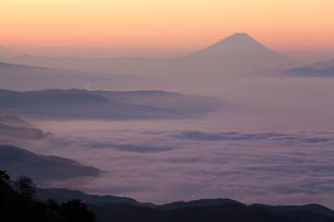 雲海と富士山の写真素材 [FYI00133447]