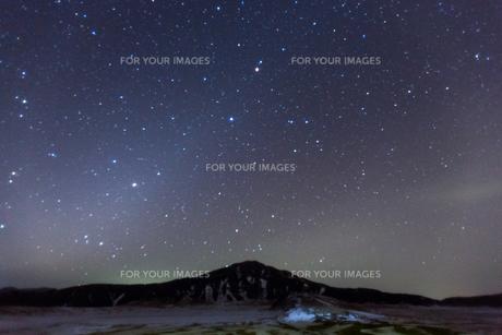 草千里に輝く星の写真素材 [FYI00133451]