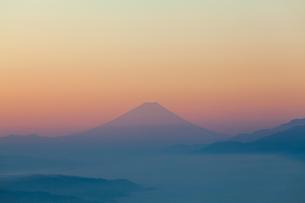 朝焼けの富士の写真素材 [FYI00133467]