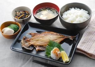 焼き魚定食の写真素材 [FYI00133549]