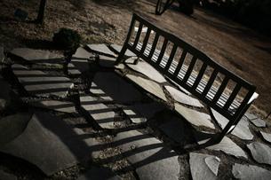 椅子の長い影の写真素材 [FYI00133596]