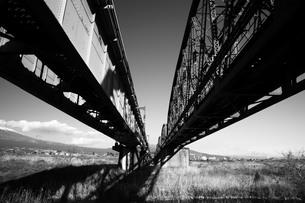 2本の鉄橋の写真素材 [FYI00133637]
