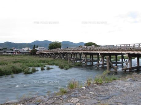 京都の渡月橋の写真素材 [FYI00133777]