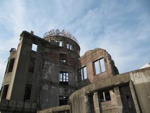 青空と原爆ドームの写真素材 [FYI00133817]