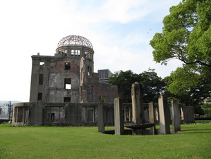 真夏の原爆ドームの写真素材 [FYI00133837]