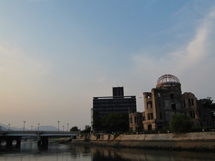 夕暮れの元安川の写真素材 [FYI00133847]