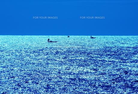水平線に浮かぶの写真素材 [FYI00134136]