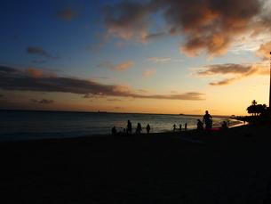 ワイキキ海岸の夕日の写真素材 [FYI00134178]