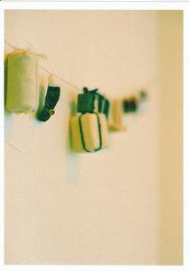 手作りなもの / 被写体:壁のオブジェの写真素材 [FYI00134203]