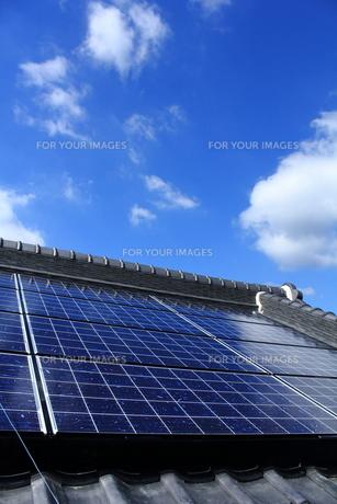 太陽光発電のある風景の写真素材 [FYI00134361]
