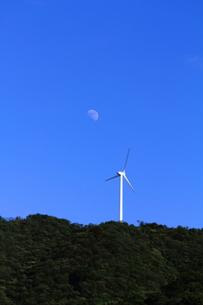風力発電のある風景の素材 [FYI00134368]