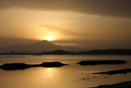白鳥海岸の朝の写真素材 [FYI00134394]